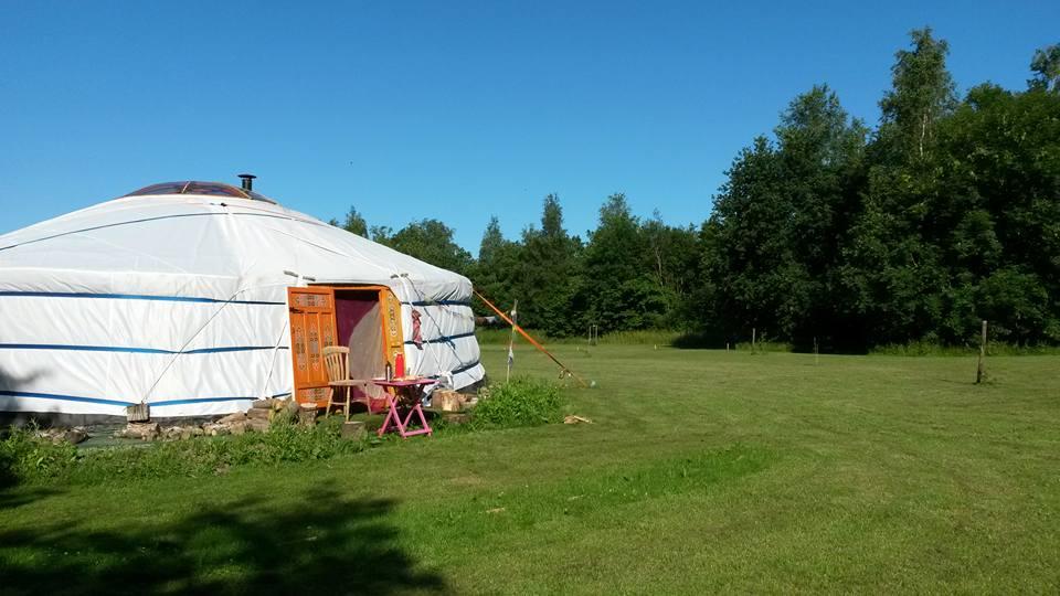 De 9 meter ger / yurt op het Land van Een