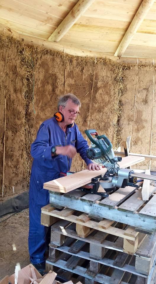 Iwan aan het werk. (74 jaar and still going strong!!)