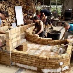 Rockestove leemkachel in aanbouw